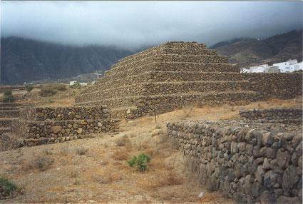 瑰玛金字塔( pirámides de güímar)坐落于西班牙加那利群岛中