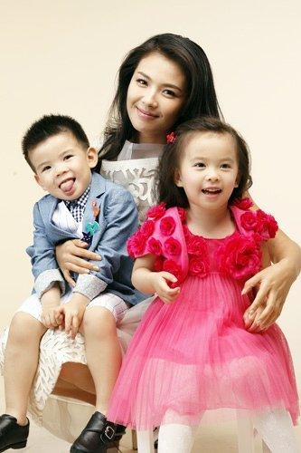 刘涛/2012年7月16日,网友爆料一位已婚女星曾抛弃生子,将其寄养在...