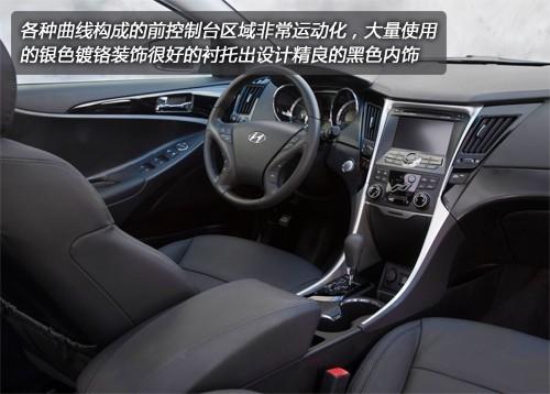 2011款现代索纳塔2.0t轿车内部