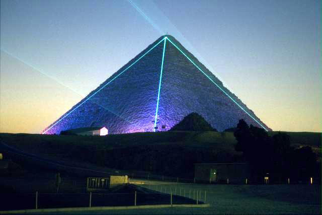 胡夫金字塔的庞大构造本身