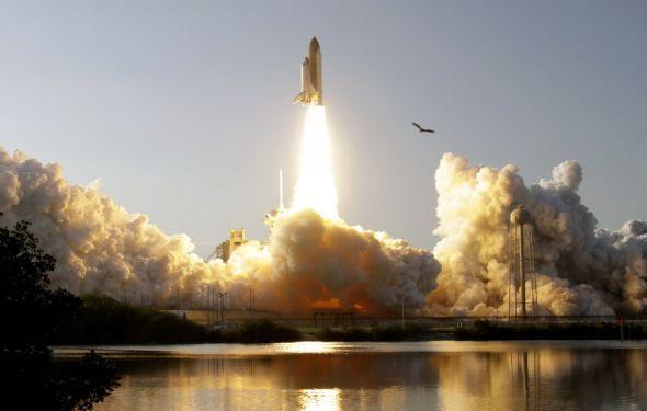 """年4月12日世界第一架航天飞机---美国""""哥伦比亚""""号航天飞机发射成功."""