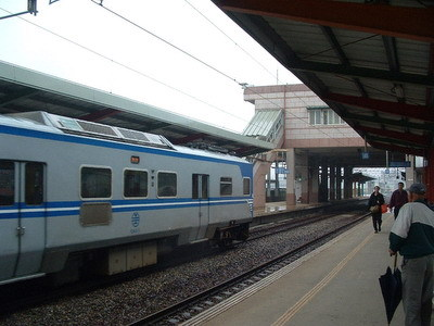 捷运蓝线(南港线):位于地下二层,岛式月台一座  编辑本段车站楼层