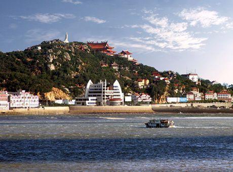 湄洲岛位于福建省莆田市中心东南42公里