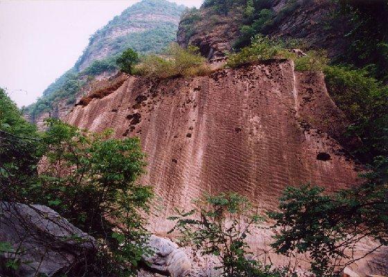 """龙潭大峡谷是整个东北地区唯一的峡谷,龙潭大峡谷自然风景区人称""""北方"""