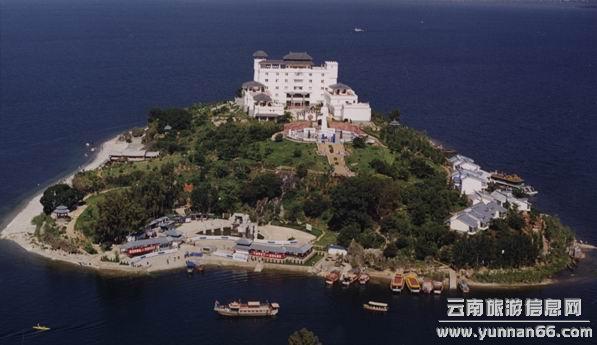 南诏行宫,是岛上的主体建筑,是南诏王避暑行宫的缩称,南诏(公元653