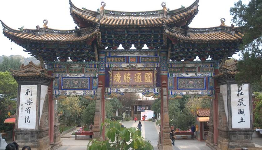 圆通寺位于安徽省池州市九华山风景区