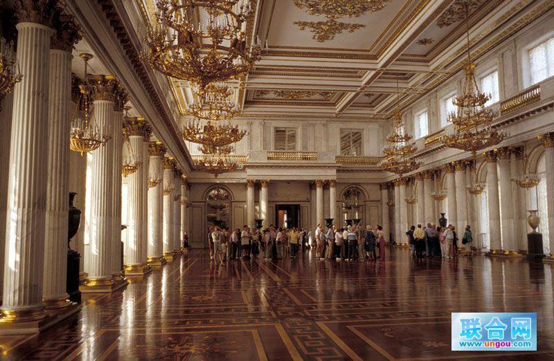 滴血教堂算得上唯一一座纯粹俄罗斯风格的建筑了,它是19世纪末新