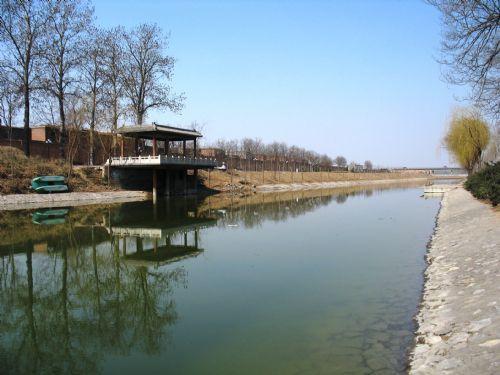 洨河发源于鹿泉市五峰山的溪流,流经石家庄市的鹿泉市,栾城县,赵县