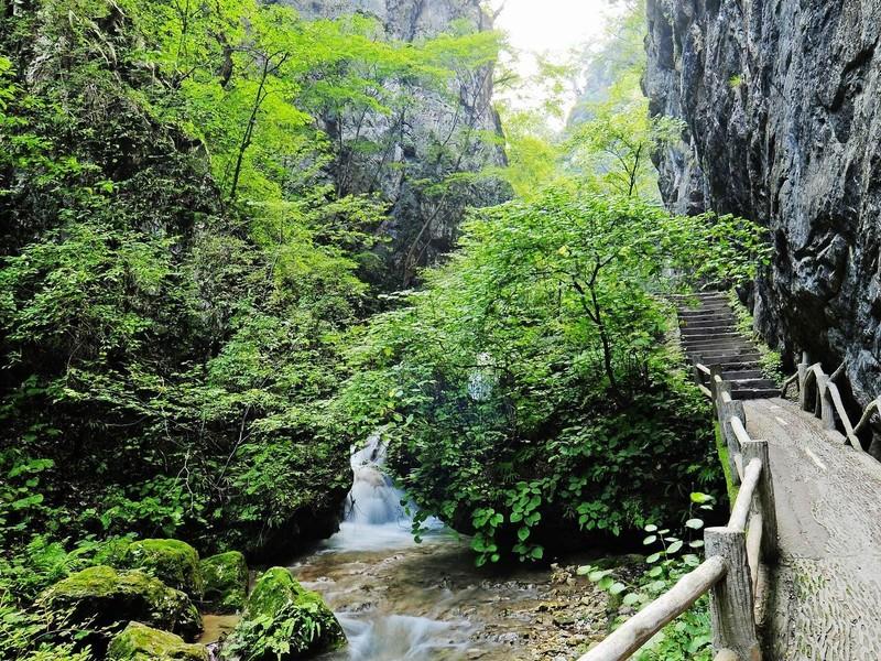 重渡沟风景区位于河南省栾川县潭头镇西南部