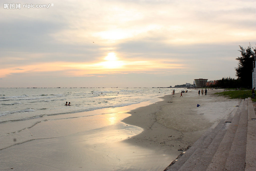 市银滩旅游度假区位于乳山市东南海岸,东接威海,北临烟台,西近青岛,南