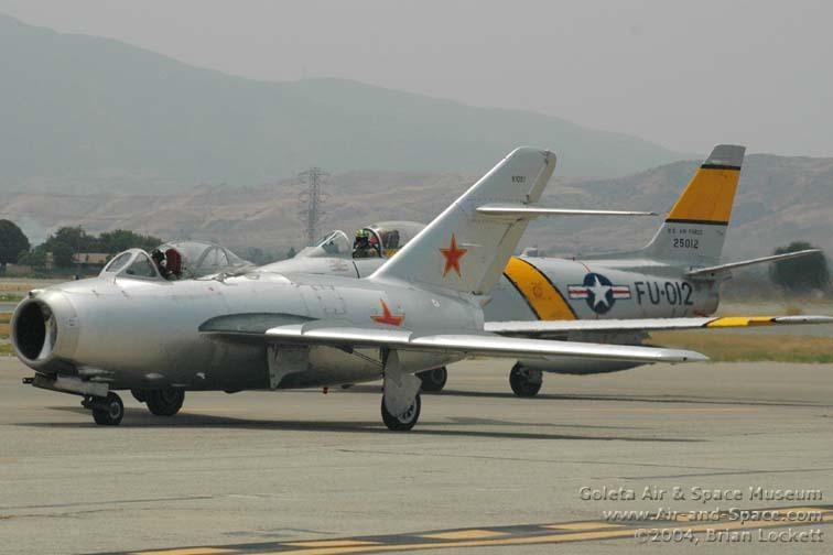 米格-15飞机1954年停产,各型生产数量超过16000架.